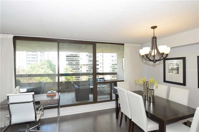 Condo Apartment at 100 Quebec Ave, Unit 605, Toronto, Ontario. Image 16