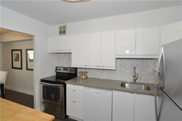 Condo Apartment at 100 Quebec Ave, Unit 605, Toronto, Ontario. Image 17