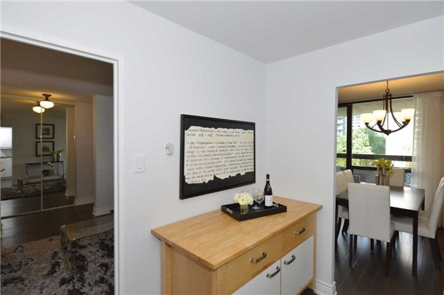 Condo Apartment at 100 Quebec Ave, Unit 605, Toronto, Ontario. Image 19