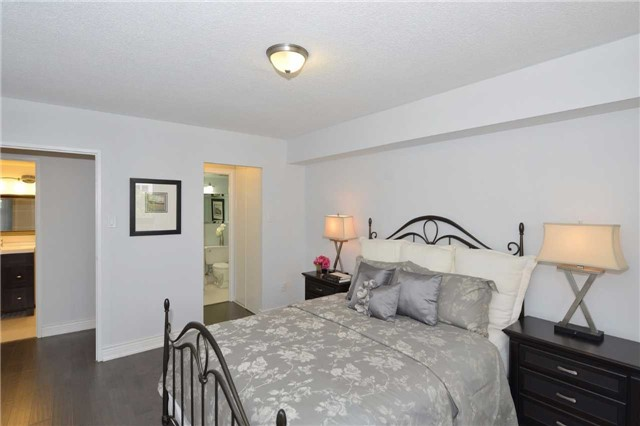 Condo Apartment at 100 Quebec Ave, Unit 605, Toronto, Ontario. Image 2