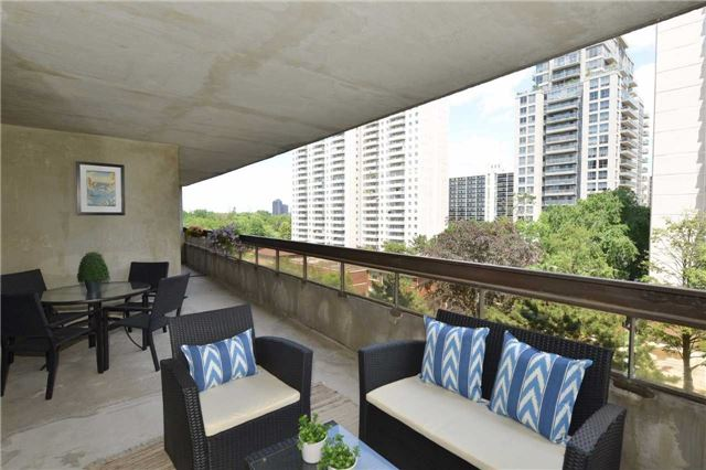 Condo Apartment at 100 Quebec Ave, Unit 605, Toronto, Ontario. Image 6