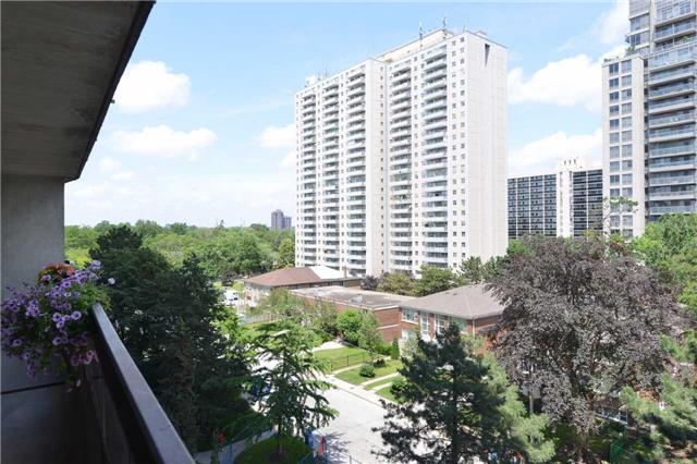 Condo Apartment at 100 Quebec Ave, Unit 605, Toronto, Ontario. Image 10