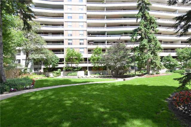 Condo Apartment at 100 Quebec Ave, Unit 605, Toronto, Ontario. Image 13