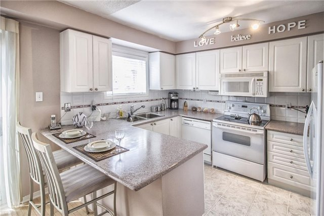 Condo Townhouse at 1425 Abbeywood Dr, Unit 14, Oakville, Ontario. Image 8