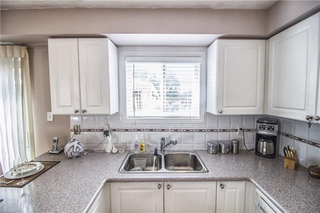 Condo Townhouse at 1425 Abbeywood Dr, Unit 14, Oakville, Ontario. Image 9