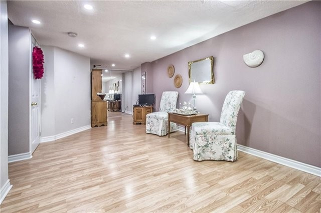 Condo Townhouse at 1425 Abbeywood Dr, Unit 14, Oakville, Ontario. Image 12