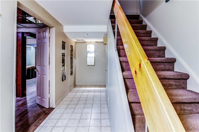 Detached at 7625 Almadale  Crt, Mississauga, Ontario. Image 7