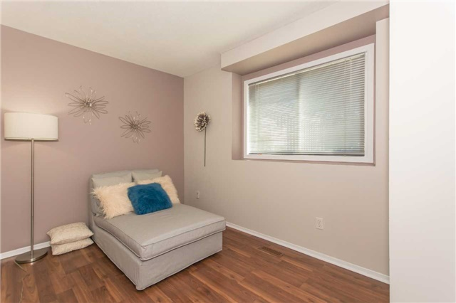 Detached at 4 Homer Sq, Brampton, Ontario. Image 6