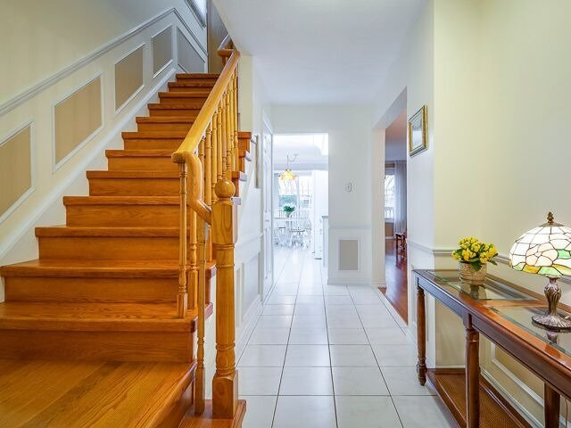 Semi-detached at 2111 Farrier Mews, Mississauga, Ontario. Image 12