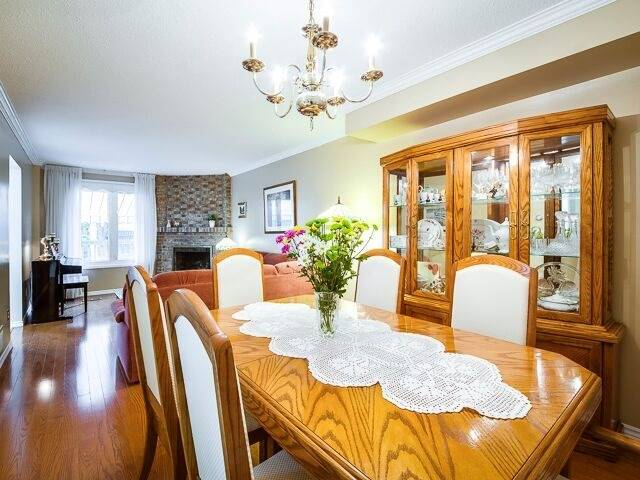 Semi-detached at 2111 Farrier Mews, Mississauga, Ontario. Image 14