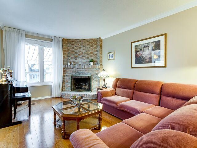 Semi-detached at 2111 Farrier Mews, Mississauga, Ontario. Image 15