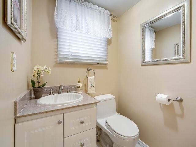 Semi-detached at 2111 Farrier Mews, Mississauga, Ontario. Image 3