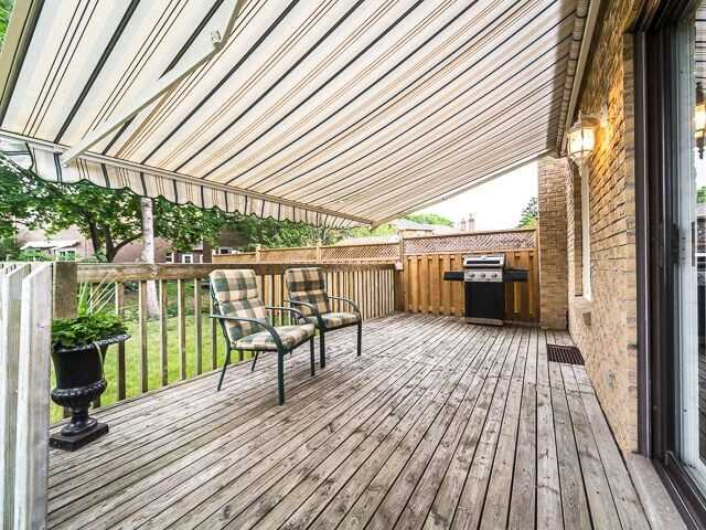 Semi-detached at 2111 Farrier Mews, Mississauga, Ontario. Image 9