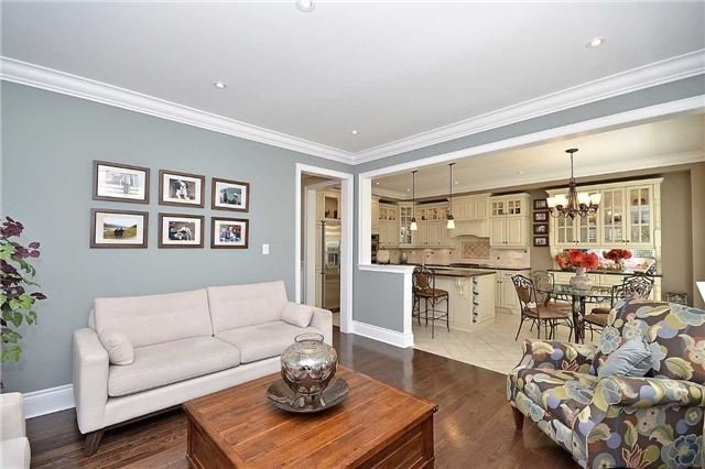 Detached at 5535 Doctor Peddle Cres, Mississauga, Ontario. Image 18
