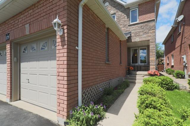 Detached at 3379 Dovetail Mews, Mississauga, Ontario. Image 12