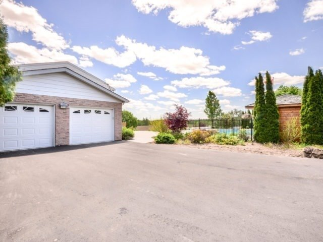 Detached at 15842 Horseshoe Hill Rd, Caledon, Ontario. Image 14