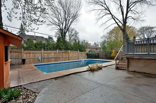 Detached at 1396 Acton Cres, Oakville, Ontario. Image 13