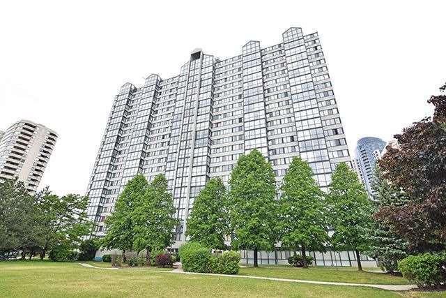 Condo Apartment at 350 Webb Dr, Unit 907, Mississauga, Ontario. Image 1