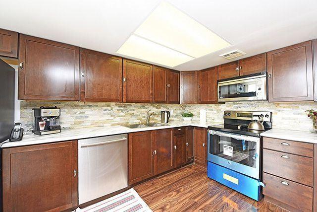Condo Apartment at 350 Webb Dr, Unit 907, Mississauga, Ontario. Image 14