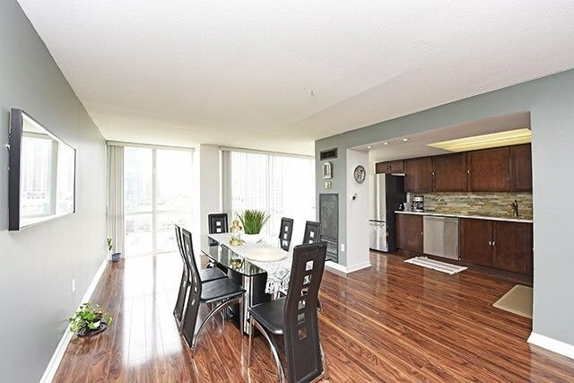 Condo Apartment at 350 Webb Dr, Unit 907, Mississauga, Ontario. Image 15