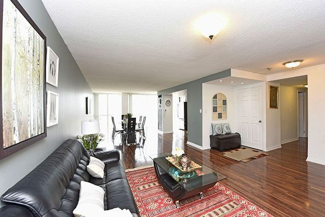 Condo Apartment at 350 Webb Dr, Unit 907, Mississauga, Ontario. Image 18