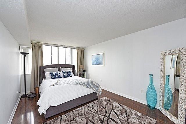 Condo Apartment at 350 Webb Dr, Unit 907, Mississauga, Ontario. Image 20