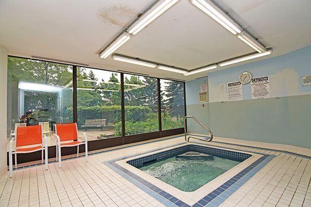 Condo Apartment at 350 Webb Dr, Unit 907, Mississauga, Ontario. Image 9