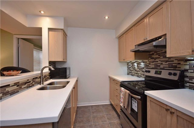 Condo Townhouse at 4620 Guildwood Way, Unit 71, Mississauga, Ontario. Image 18
