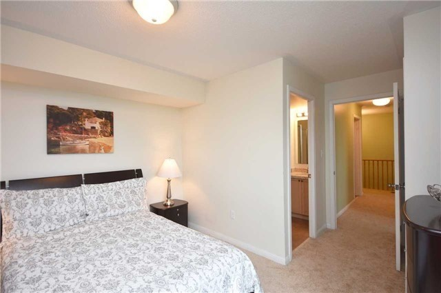 Condo Townhouse at 4620 Guildwood Way, Unit 71, Mississauga, Ontario. Image 6