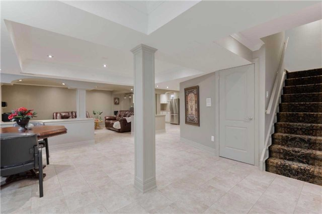 Detached at 2480 North Ridge Tr, Oakville, Ontario. Image 7