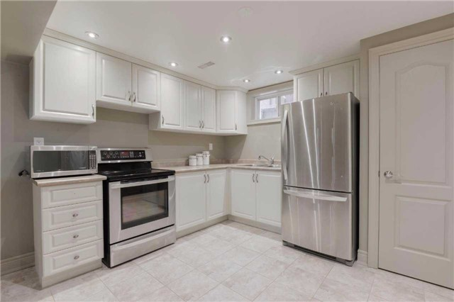 Detached at 2480 North Ridge Tr, Oakville, Ontario. Image 10
