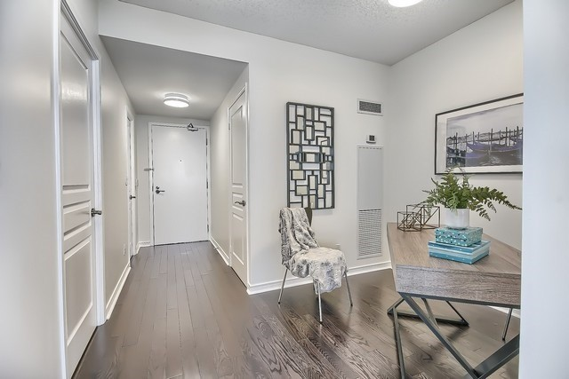 Condo Apartment at 2240 Lake Shore Blvd W, Unit 3106, Toronto, Ontario. Image 12