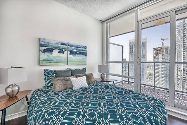 Condo Apartment at 2240 Lake Shore Blvd W, Unit 3106, Toronto, Ontario. Image 7