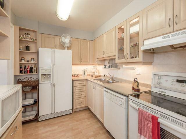 Condo Apartment at 1320 Mississauga Valley Blvd, Unit 814, Mississauga, Ontario. Image 17
