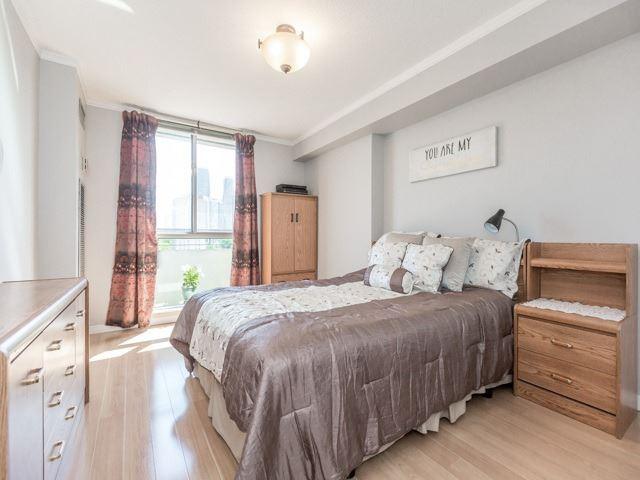 Condo Apartment at 1320 Mississauga Valley Blvd, Unit 814, Mississauga, Ontario. Image 2