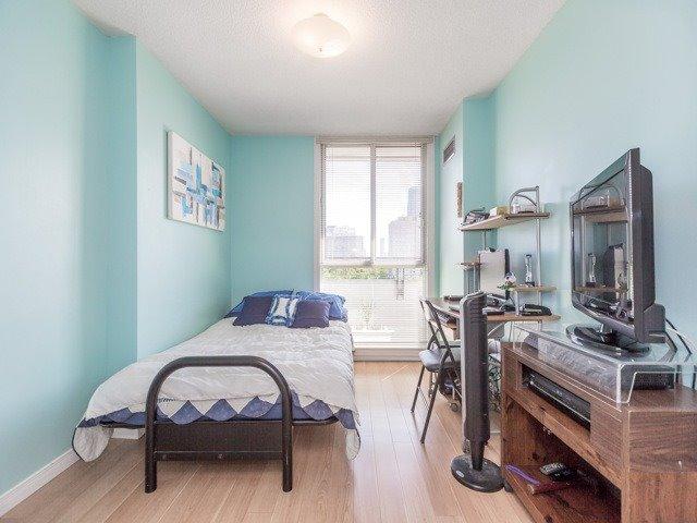 Condo Apartment at 1320 Mississauga Valley Blvd, Unit 814, Mississauga, Ontario. Image 5