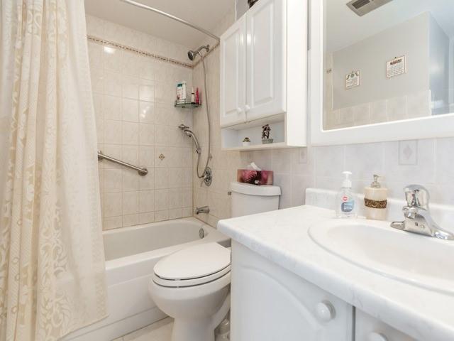 Condo Apartment at 1320 Mississauga Valley Blvd, Unit 814, Mississauga, Ontario. Image 6