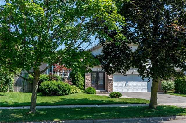Detached at 2220 Urwin Cres, Oakville, Ontario. Image 1