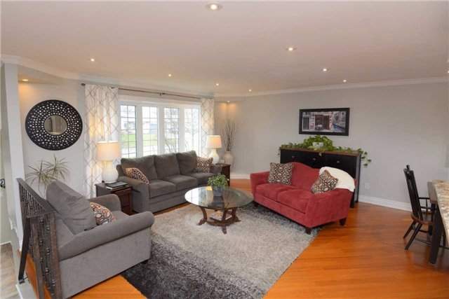 Detached at 2220 Urwin Cres, Oakville, Ontario. Image 16