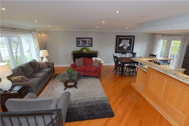 Detached at 2220 Urwin Cres, Oakville, Ontario. Image 17
