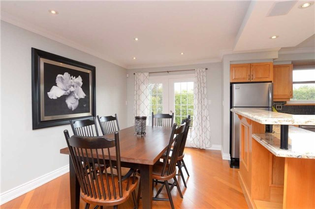 Detached at 2220 Urwin Cres, Oakville, Ontario. Image 19