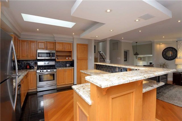 Detached at 2220 Urwin Cres, Oakville, Ontario. Image 20