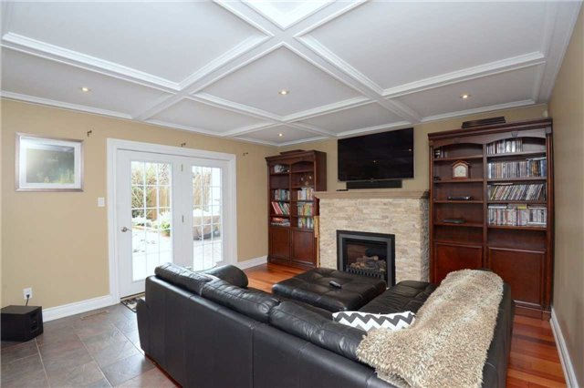 Detached at 2220 Urwin Cres, Oakville, Ontario. Image 3