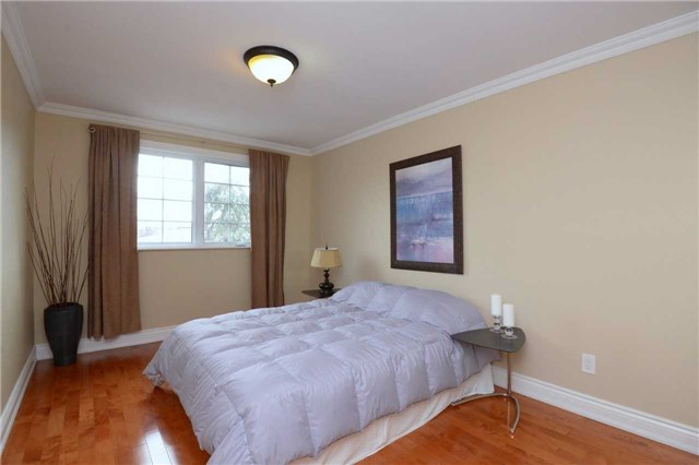 Detached at 2220 Urwin Cres, Oakville, Ontario. Image 7