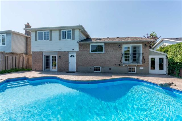 Detached at 2220 Urwin Cres, Oakville, Ontario. Image 10