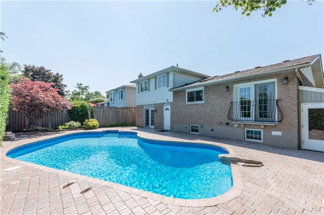 Detached at 2220 Urwin Cres, Oakville, Ontario. Image 11