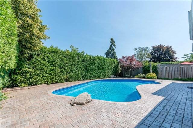 Detached at 2220 Urwin Cres, Oakville, Ontario. Image 13