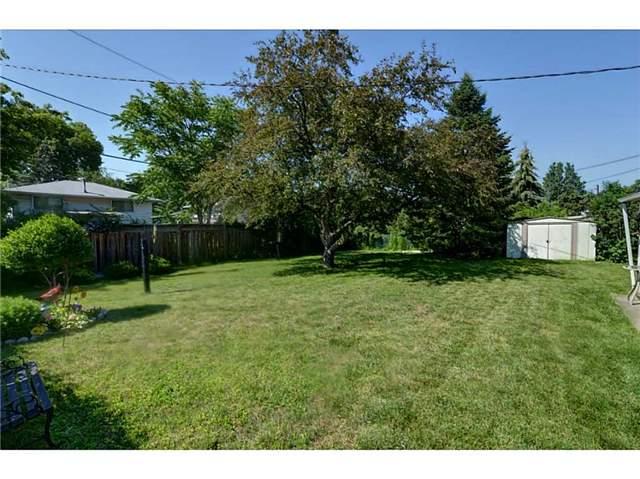Detached at 2403 Cyprus Ave, Burlington, Ontario. Image 11