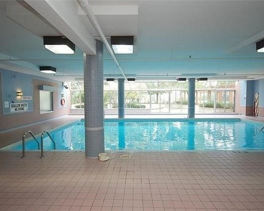 Condo Apartment at 265 Enfield Pl, Unit 1808, Mississauga, Ontario. Image 10