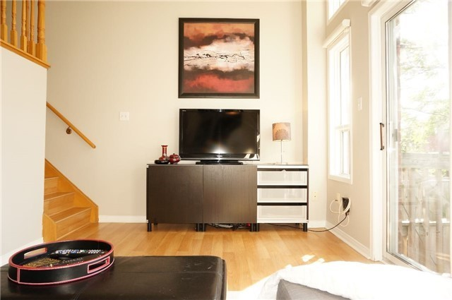 Condo Townhouse at 6060 Snowy Owl Cres, Unit 6, Mississauga, Ontario. Image 16